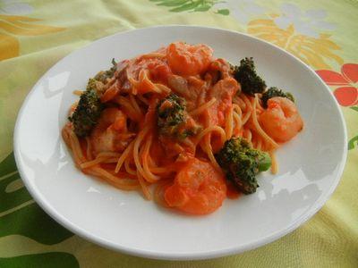 海老とブロッコリーのトマトクリームパスタ