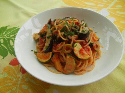 茄子とズッキーニのトマトソースパスタ