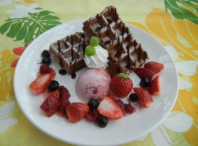 チョコレートベリーワッフル