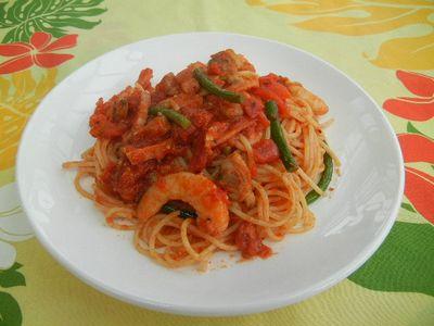にんにくの芽と海老のトマトパスタ
