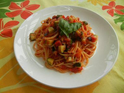 夏野菜の冷製トマトパスタ