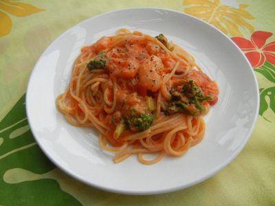 ぷりっぷり海老とブロッコリーのトマトクリームパスタ