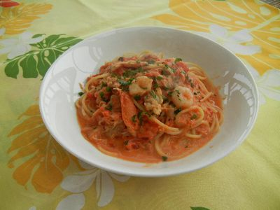 カニ&エビ&アサリのトマトクリームパスタ