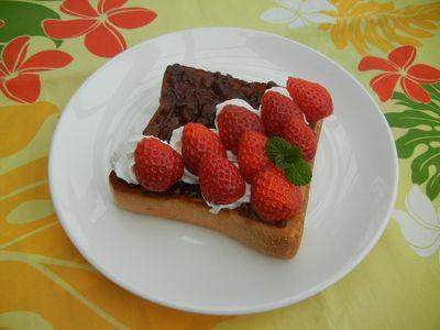 イチゴ小倉トースト