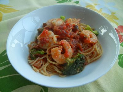 プリプリ海老とブロッコリーのトマトパスタ